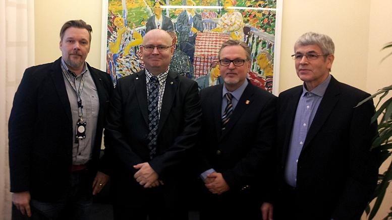 Aito avioliitto ry:n puheenjohtaja Jukka Rahkonen, kansanedustaja Antero Laukkanen (KD) sekä yhdistysaktiivi Timo Lehtonen tapasivat oikeusministeri Jari Lindströmin.